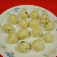 Sabudana Vada- Make small balls